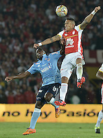 BOGOTÁ -COLOMBIA, 19-11-2015. Francisco Mesa (Der) jugador de Independiente Santa Fe disputa el balón con Edinson Toloza (Izq) jugador de Atlético Junior durante partido de vuelta por la final de la Copa Águila 2015 jugado en el estadio Nemesio Camacho El Campín de la ciudad de Bogotá./ Francisco Mesa (R) player of Independiente Santa Fe vies for the ball with Edinson Toloza (L) player of Atletico Junior during second leg match for the final of Aguila Cup 2015 played at Nemesio Camacho El Campin stadium in Bogotá city. Photo: VizzorImage/ Gabriel Aponte / Staff