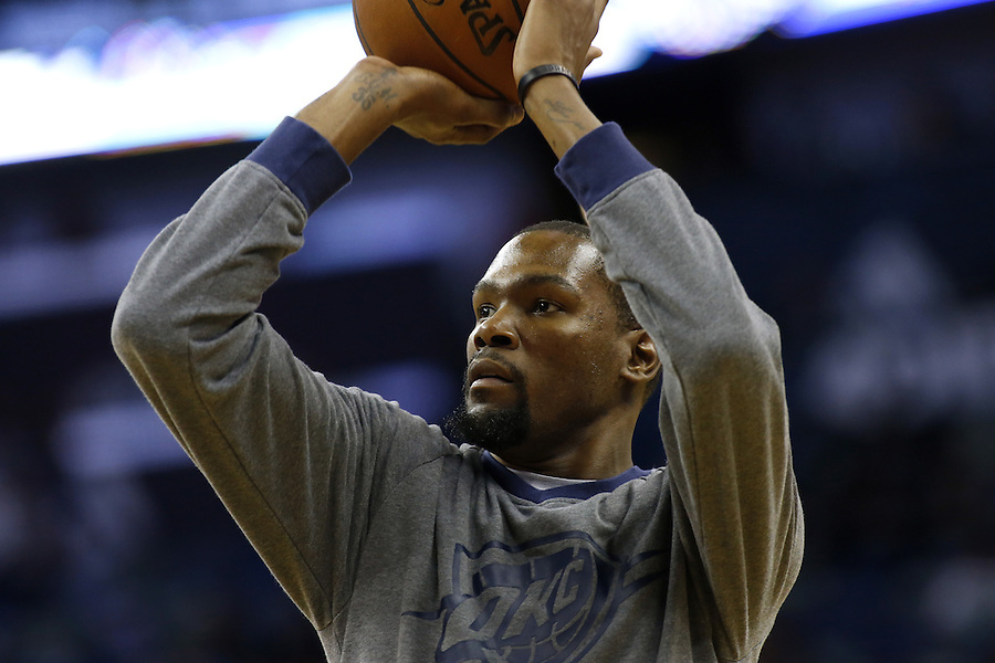 Oklahoma City Thunder forward Kevin Durant warms up before an NBA basketball game Thursday, Feb. 25, 2016, in New Orleans. (AP Photo/Jonathan Bachman)