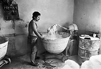 - Villaggio albanese, Queparo (Ceparò, agosto 1993); il fornaio<br /> <br /> -  Albanian  Village, Queparo (Ceparò, August 1993); the baker