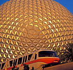 USA, Florida, Orlando: Epcot Center: Raumschiff Erde und Monorail | USA, Florida, Orlando: Epcot Center: space ship Earth and Monorail