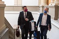 """Sitzung des Innenausschuss des Berliner Abgeordnetenhaus am Montag den 31. August 2020.<br /> Wichtiges Thema der Sitzung war die Ausschreitungen sog. """"Corona-Querdenker"""", Verschwoerungsanhaenger und Rechtsextremer am Wochenende zuvor, bei denen u.a. versucht wurde das Reichstagsgebaeude zu stuermen.<br /> Im Bild links: Innensenator Andreas Geisel, SPD.<br /> 31.8.2020, Berlin<br /> Copyright: Christian-Ditsch.de<br /> NUR FUER REDAKTIONELLE ZWECKE! Werbung nur auf Anfrage beim Fotografen. [Inhaltsveraendernde Manipulation des Fotos nur nach ausdruecklicher Genehmigung des Fotografen. Vereinbarungen ueber Abtretung von Persoenlichkeitsrechten/Model Release der abgebildeten Person/Personen liegen nicht vor. NO MODEL RELEASE! Don't publish without copyright Christian-Ditsch.de, Veroeffentlichung nur mit Fotografennennung, sowie gegen Honorar, MwSt. und Beleg. Konto: I N G - D i B a, IBAN DE58500105175400192269, BIC INGDDEFFXXX, Kontakt: post@christian-ditsch.de<br /> Bei der Bearbeitung der Dateiinformationen darf die Urheberkennzeichnung in den EXIF- und  IPTC-Daten nicht entfernt werden, diese sind in digitalen Medien nach §95c UrhG rechtlich geschuetzt. Der Urhebervermerk wird gemaess §13 UrhG verlangt.]"""