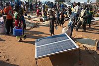 MALAWI, village market, maize and solar panel / MALAWI, Markt in einem Dorf, Mais und Solar Panel