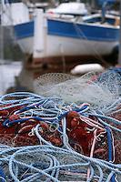 """France/2B/Haute Corse/Nebbio/Saint-Florent: le port , filets de péche et """"pointu"""", bateau de pèche"""
