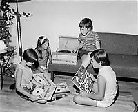 Loisirs  au Quebec , enfants ecoutant des disques, quebec, date inconnue<br /> <br /> PHOTO  : Agence Quebec Presse