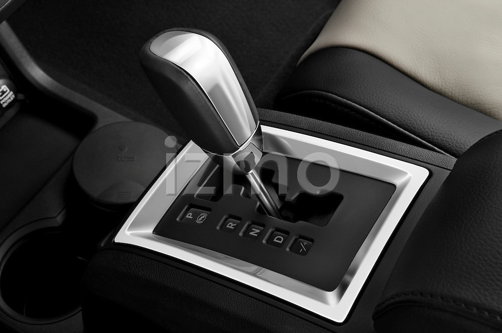 Gear shift detail view of a 2009 Dodge Journey