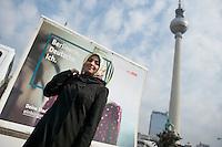 """Praesentation einer Einbuergerungskampagne des Berliner Senats unter dem Motto """"Deine Stadt. Dein Land. Dein Pass."""" der Berliner Senatorin fuer Arbeit, Integration und Frauen, Dilek Kolat, am Montag den 8. April 2013. Die Senatorin spricht sich dagegen aus, die urspruengliche Staatsangehoerigkeit abzulegen um einen Deutschen Pass beantragen zu koennen.<br />8.4.2013, Berlin<br />Copyright: Christian-Ditsch.de<br />[Inhaltsveraendernde Manipulation des Fotos nur nach ausdruecklicher Genehmigung des Fotografen. Vereinbarungen ueber Abtretung von Persoenlichkeitsrechten/Model Release der abgebildeten Person/Personen liegen nicht vor. NO MODEL RELEASE! Don't publish without copyright Christian-Ditsch.de, Veroeffentlichung nur mit Fotografennennung, sowie gegen Honorar, MwSt. und Beleg. Konto:, I N G - D i B a, IBAN DE58500105175400192269, BIC INGDDEFFXXX, Kontakt: post@christian-ditsch.de<br />Urhebervermerk wird gemaess Paragraph 13 UHG verlangt.]"""