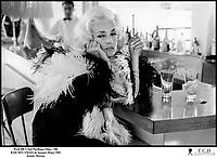 Prod DB © Sud Pacifique Films / DR<br /> BAIE DES ANGES (BAIE DES ANGES) de Jacques Demy 1963 FRA<br /> avec Jeanne Moreau<br /> comptoir, bar, alcool,