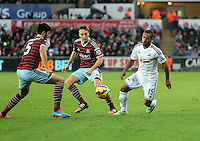 Pictured: Wayne Routledge of Swansea (R) finds it hard to get past James Tomkins (L) and Mark Noble (C) of West Ham Saturday 10 January 2015<br /> Re: Barclays Premier League, Swansea City FC v West Ham United at the Liberty Stadium, south Wales, UK