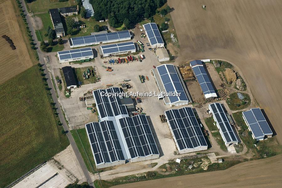 Solarpark auf Landwirtschaftlichen Gebaeudenl: DEUTSCHLAND, SACHSEN-ANHALT, THIESSEN 17.08.2016  Solarpark auf Landwirtschaftlichen Gebaeuden
