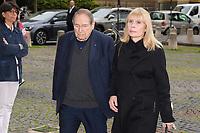 Robert Hossein et sa femme Candice Patou - Hommage à Gonzague Saint Bris en l'église Saint-Sulpice à Paris, France - 28/09/2017