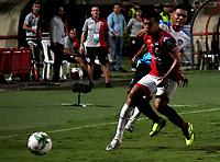 CÚCUTA-COLOMBIA, 14-11-2019: Matías Pérez de Cúcuta Deportivo y Teófilo Gutiérrez de Atlético Junior disputan el balón, durante partido de la fecha 2 de los cuadrangulares semifinales entre Cúcuta Deportivo y Atlético Junior, por la Liga Águila II 2019, jugado en el estadio General Santander de la ciudad de Cúcuta. / Matias Perez of Cucuta Deportivo and Teofilo Gutierrez of Atletico Junior vies for the ball, during a match of the 2 date of the semifinals quarter finals between Cucuta Deportivo and Atletico Junior, for the Aguila Leguaje II 2019 at the General Santander Stadium in Cucuta city. / Photo: VizzorImage / Manuel Hernández / Cont.
