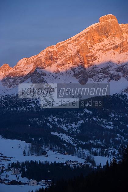 Europe/Italie/Trentin Haut-Adige/Dolomites/Alta Badia/ env de San Cassiano: Lumière du soir sur le Massif des Dolomites