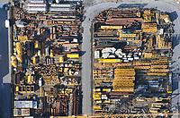 Kranlager: EUROPA, DEUTSCHLAND, HAMBURG, (EUROPE, GERMANY), 20.02.2012: Lager, Lagerung von Kran Teilen fuer die Bauwirtschaft,  Wirtschaft, Logistik, Handel, Grosshandel,  Wirtschaftsreportage, Deutschland, Hamburg, Reportage, Lager, Lagerplatz, Lagerung, Logistikzentrum, Allermoehe , Lager, ordentlich, unordentlich, bereit, gebrauchsbereit, Abholung, Abholen, Baukasten, Teile , Einzelteile, Material, Rohr, Stahl, Eisen, Tanks, Boot, Container