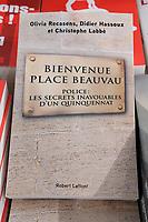 COUVERTURE DU LIVRE 'BIENVENUE PLACE BEAUVAU' D'OLIVIA RECASENS, DIDIER HASSOUX ET CHRISTOPHE LABB…, EDITEUR ROBERT LAFFONT, PARIS, FRANCE, LE 24/03/2017.