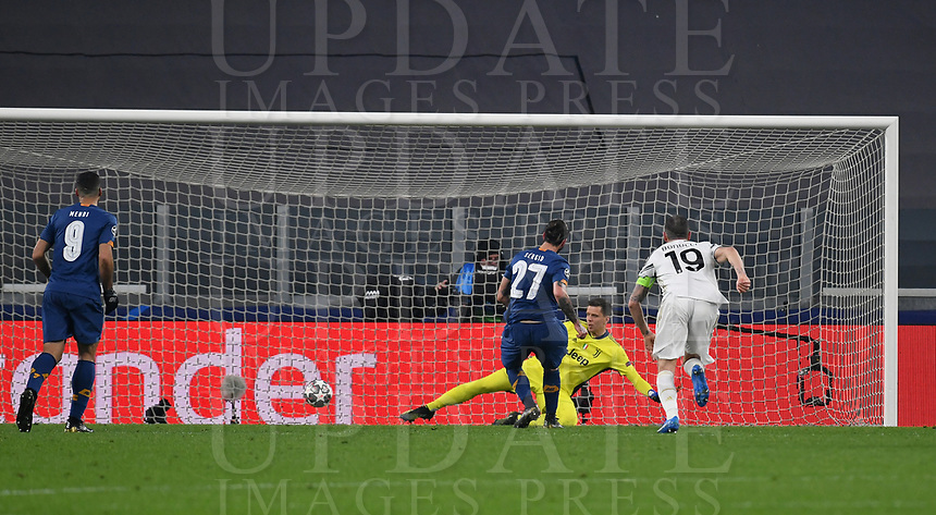 Football Soccer: UEFA Champions League -Round of 16 2nd leg Juventus vs FC Porto, Allianz Stadium. Turin, Italy, March 9, 2021.<br /> Porto's Sergio Oliveira (C) kicks a penalty and scores during the Uefa Champions League football soccer match between Juventus and Porto at Allianz Stadium in Turin, on March 9, 2021.<br /> UPDATE IMAGES PRESS/Isabella Bonotto