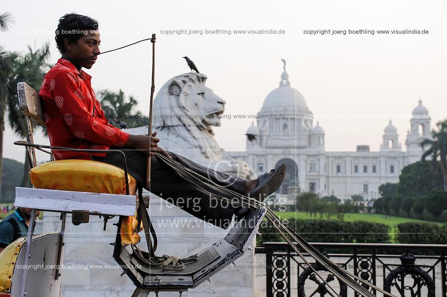 INDIA Westbengal Calcutta Kolkata, Victoria Memorial a large marble building built 1906-21 during Raj, the british colonial time in India / INDIEN Westbengalen Megacity Kolkata Kalkutta, Victoria Memorial, gebaut waehrend der britischen Kolonialzeit gewidmet Koenigin Victoria