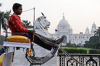 INDIA Westbengal Calcutta Kolkata, Victoria Memorial a large marble building built 1906-21 during Raj, the british colonial time in India / INDIEN Westbengalen Megacity Kolkata Kalkutta, Victoria Memorial, gebaut waehrend der britischen Kolonialzeit gewidmet Koenigin Victoria