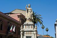 Denkmal der Richterin (14. Jh.) Eleonora d' Arborea vor dem Rathaus in Oristano, Provinz Oristano, West - Sardinien, Italien