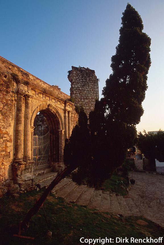 Dominikanische Republik, Monasterio de San Francisco in Santo Domingo, erbaut 1508, UNESCO-Weltkulturerbe