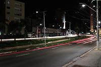 Campinas (SP), 18/03/2021 - Toque de Recolher - Movimentação na Av Norte Sul, as 19 horas.  A cidade de Campinas (SP) começa a aplicar nesta quinta-feira (18) toque de recolher a partir das 20h, com restrições a serviços essenciais, e punições mais rigorosas para quem descumprir as novas regras impostas pela prefeitura com objetivo de reduzir os indicadores da Covid-19. A Guarda Municipal, em parceria com as Polícias Civil e Militar, promove ação de bloqueio e fiscalização. Desde o início da pandemia a metrópole registra 75.281 infectados, incluindo 2.065 mortes.