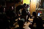 UKRAINE, Pisky: Dan and his comrades are watching a video on a laptop during the evening. If they are not on night mission, all the unit stay inside the rear base as snipers and shelling are more constant at night. <br /> <br /> <br /> UKRAINE, Pisky: Dans la soirée, Dan et ses camarades regardent une vidéo sur un ordinateur. S'ils ne sont pas en mission de nuit, ils doivent rester à l'intérieur de la base arrière car les tireurs d'élite et  bombardements sont plus constants dans la nuit.