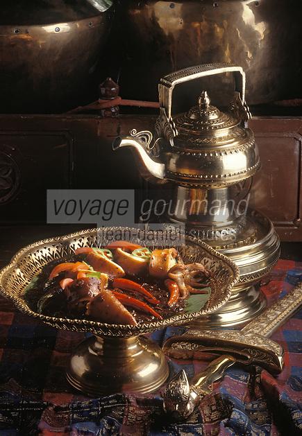 "Asie/Malaisie/Kuala Lumpur: ""Sotong Masak Kicap"" Calamars sautés sauce soja, recette de Shaari Darus chef du du restaurant ""Seri Melayu"""