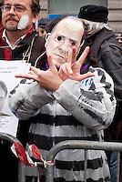 """Milano, """"C-Day"""", presidio in difesa della Costituzione e della scuola pubblica. Una maschera del premier Berlusconi  --- Milan, """"C-Day"""", garrison in defense of the Constitution and public school. A mask of premier Berlusconi"""