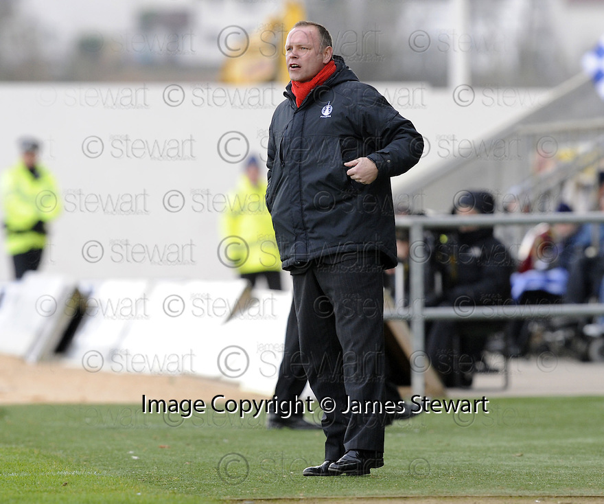 31/01/2009  Copyright Pic: James Stewart.File Name : sct_jspa06_falkirk_v_aberdeen.FALKIRK MANAGER JOHN HUGHES SHOUTS HIS INSTRUCTIONS.James Stewart Photo Agency 19 Carronlea Drive, Falkirk. FK2 8DN      Vat Reg No. 607 6932 25.Studio      : +44 (0)1324 611191 .Mobile      : +44 (0)7721 416997.E-mail  :  jim@jspa.co.uk.If you require further information then contact Jim Stewart on any of the numbers above.........