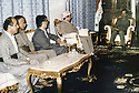 Irak 1991  Delegation kurde a Bagdad: de droite a gauche, Saddam Hussein, president de l'Irak, Masoud  Barzani, Sami Abdoul Rahman,Nou Shirwan et Rassoul Mamand   Iraq 1991 Kurdish delegation visiting Saddam Hussein in Baghdad: from right to left, Saddam Hussein, president of Iraq, Masoud Barzani, Sami Abdul Rahman, Nou Shirwan and Rassoul Mamand