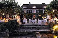 """Europe/France/Aquitaine/24/Dordogne/Les Bastides du Périgord/Trémolat: Relais et château """"Le Vieux Logis"""" - Diner dans les jardins"""