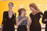 Caitriona Balfe, producer Jodie Foster, actors Julia Roberts - CANNES 2016 - DESCENTE DES MARCHES DU FILM 'MONEY MONSTER