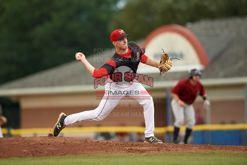 Batavia Muckdogs relief pitcher Travis Neubeck (22) delivers a pitch during a game against the Mahoning Valley Scrappers on August 18, 2017 at Dwyer Stadium in Batavia, New York.  Mahoning Valley defeated Batavia 8-2.  (Mike Janes/Four Seam Images)
