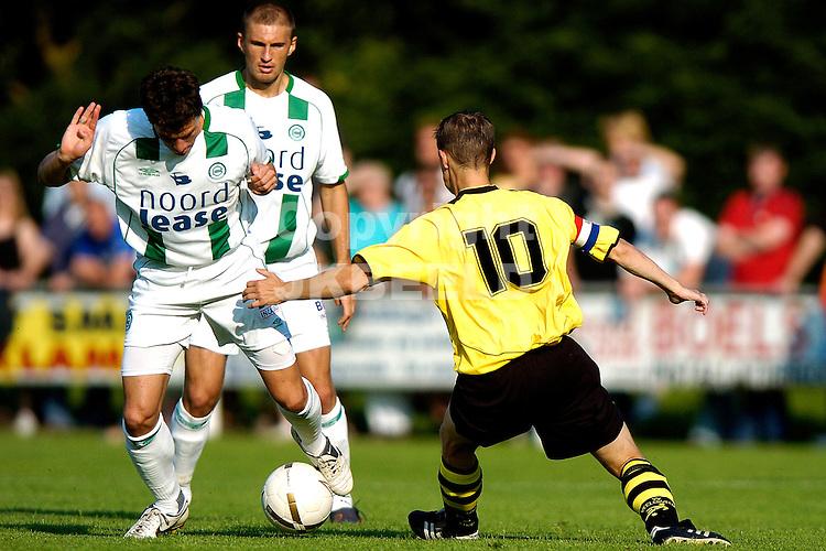 veelerveen - groningen voorbereiding seizoen 2007-2008 17-07-2007 fledderus langs een tegenstander