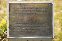 """Gedenkort in Berlin Neukoelln fuer den am 5. April 2012 von einem Unbekannten erschossenen Burak Bektas. Der Taeter hatte nacht auf eine Gruppe von Jugendlichen geschossen und mehrere von ihnen z.T. schwer verletzt; Burak Bestas starb an seinen Verletzungen.<br /> Die 180cm hohe, aus Bronze gegossene spiralfoermige Skulptur """"Algorithmus fuer Burak und aehnliche Faelle"""", wurde von der Berliner Kuenstlerin Zeynep Delibalta entworfen.<br /> Im Bild: Vor der Skulptur wurde eine Bronzeplatte zum Gedenken an Burak Bektas aufgestellt. <br /> 21.4.2020, Berlin<br /> Copyright: Christian-Ditsch.de<br /> [NUR FUER REDAKTIONELLE ZWECKE! Werbung nur auf Anfrage beim Fotografen. Inhaltsveraendernde Manipulation des Fotos nur nach ausdruecklicher Genehmigung des Fotografen. Vereinbarungen ueber Abtretung von Persoenlichkeitsrechten/Model Release der abgebildeten Person/Personen liegen nicht vor. NO MODEL RELEASE! Don't publish without copyright Christian-Ditsch.de, Veroeffentlichung nur mit Fotografennennung, sowie gegen Honorar, MwSt. und Beleg. Konto: I N G - D i B a, IBAN DE58500105175400192269, BIC INGDDEFFXXX, Kontakt: post@christian-ditsch.de<br /> Bei der Bearbeitung der Dateiinformationen darf die Urheberkennzeichnung in den EXIF- und  IPTC-Daten nicht entfernt werden, diese sind in digitalen Medien nach §95c UrhG rechtlich geschuetzt. Der Urhebervermerk wird gemaess §13 UrhG verlangt.]"""