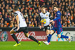 Lionel Andres Messi of FC Barcelona competes for the ball with Gabriel Armando De Abreu of Valencia CF during the La Liga 2017-18 match between Valencia CF and FC Barcelona at Estadio de Mestalla on November 26 2017 in Valencia, Spain. Photo by Maria Jose Segovia Carmona / Power Sport Images