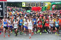 MEDELLÍN -COLOMBIA-08-09-2013. Aspecto La Maratón de las Flores certamen deportivo de calle más importante de la ciudad y el pionero en el país, tuvo recorridos en las distancias de 42, 21, 10, 5 y 2 Kilómetros por las calles de Medellín./ Aspect of the Maraton de las Flores the most important sport event in the city and pioneer in the country had  different tours in the distances of 42, 21, 10, 5 and 2 kms on the streets of Medellin.  Photo:VizzorImage/CONT