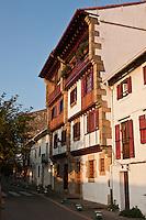 Europe/Espagne/Pays Basque/Guipuscoa/Fontarrabie: Vieille maison à colombages prés des remparts , rue du Général Kaléa