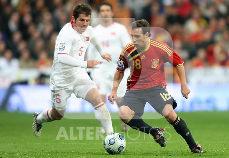 Spain's Santiago Cazorla (r) and Turkey's Belozoglu Emre during international match.March 28 2009. (ALTERPHOTOS/Acero).