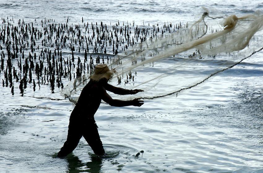 FISHERMAN CASTING HIS NET CHUUK, MICRONESIA, PACIFIC, NOTE HIS FALLING SUNGLASSES,