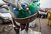 Mercato di Cotonou, banchi,