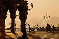 - Venice, S. Marco square and corner of Ducale Palace....- Venezia, piazza S. Marco e angolo di Palazzo Ducale