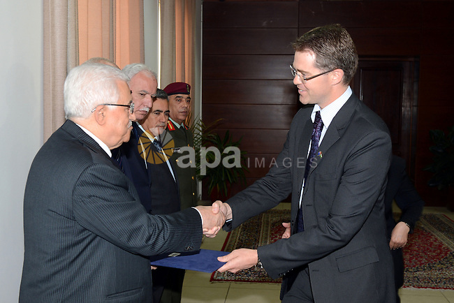 Palestinian President Mahmoud Abbas accepts the credentials of Australian Representative to the Palestinian Authority Tom Wilson, in the West Bank city of Ramallah May 29, 2013. Photo by Thaer Ganaim