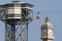 - Barcelona, harbour cableway and the Clock Tower....- Barcellona, funivia del porto e Torre dell'Orologio....