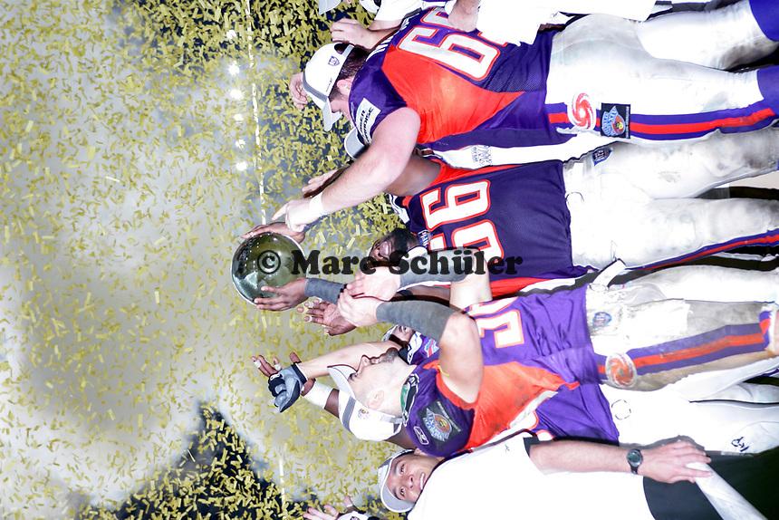 Das Team der FRankfurt Galaxy feiert den World Bowl Sieg