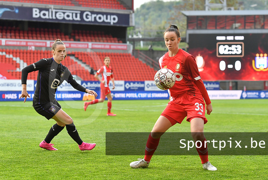Loredana Humartus (33) of Standard pictured controlling the ball in front of Amber Maximus (9) of Anderlecht during a female soccer game between Standard Femina de Liege and RSC Anderlecht on the 8th matchday in play off 1 of the 2020 - 2021 season of Belgian Scooore Womens Super League , tuesday 18 th of May 2021  in Angleur , Belgium . PHOTO SPORTPIX.BE | SPP | DAVID CATRY