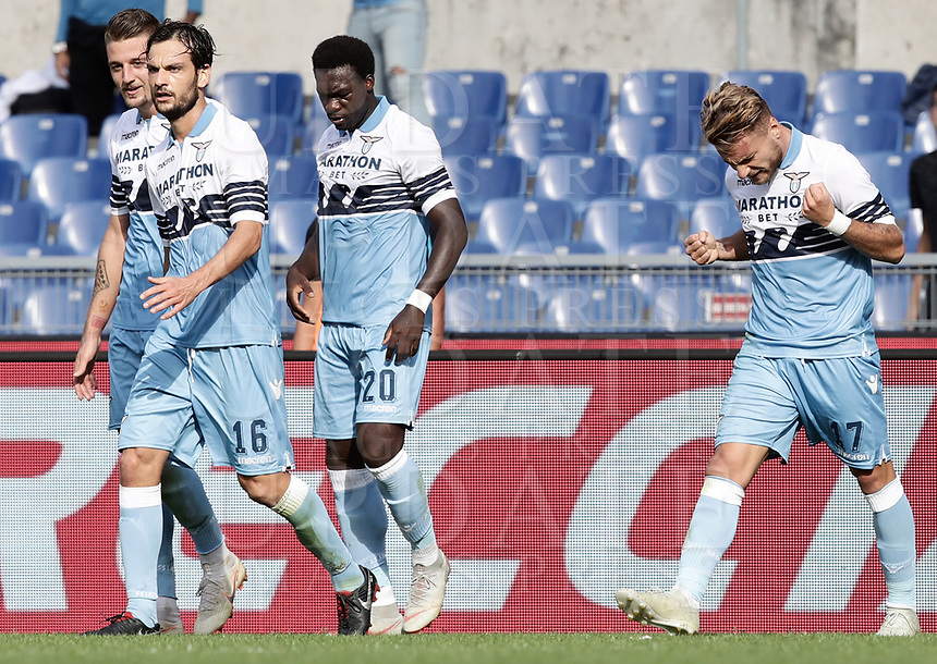 Football, Serie A: S.S. Lazio - Fiorentina, Olympic stadium, Rome, 7 october 2018. <br /> Lazio's Ciro Immobile (r) celebrates after scoring with his teammates during the Italian Serie A football match between S.S. Lazio and Fiorentina at Rome's Olympic stadium, Rome on October 7, 2018.<br /> UPDATE IMAGES PRESS/Isabella Bonotto