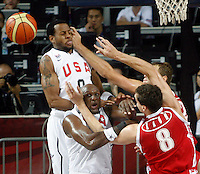 Lamar ODOM (USA) and Rudy GAY (USA) fights for the ball with Sasha KAUN (Russia)  during the quarter-final World championship basketball match against Russia in Istanbul, USA-Russia, Turkey on Thursday, Sep. 09, 2010..
