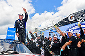 #16: Austin Hill, Hattori Racing Enterprises, Toyota Tundra Hino, AISIN Group in victory lane