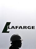 Ingreso a la planta de cementos Lafarge, Otavalo, Ecuador.