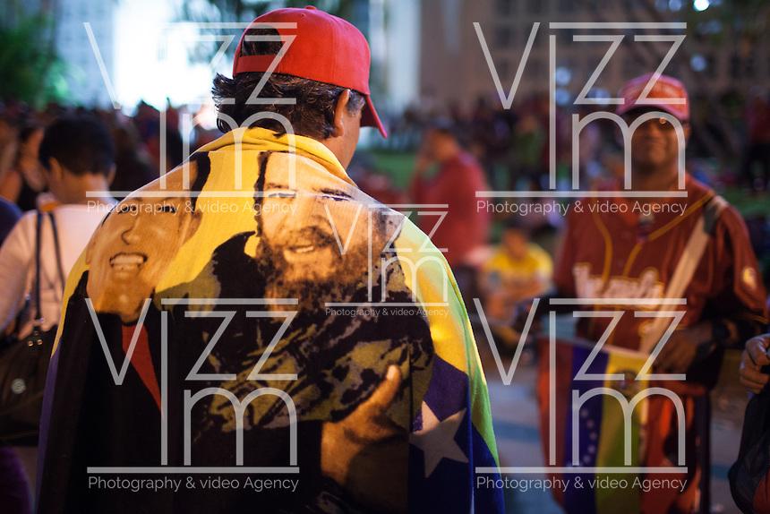 CARACAS - VENEZUELA 07-03-2013, Aspecto de la gente en la Academia Militar esperando para poder ver por última vez a su lider, presidente de Venezuela, Hugo Chavez Frías quién falleció el pasado martes 5 de marzo de 2013 a causa del cancer a la edad de 58 años./ People wait at Military Academy to see for last time their leader, president of Venezuela, Hugo Chavez Frias who died by cancer the past March 5th of 2013 at the age of 58. Photo: VizzorImage / CONT